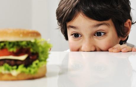 destaque_crianca-hamburguer